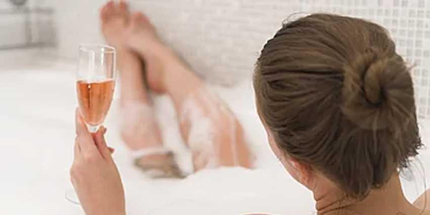 Brinde seus sentidos com os prazeres da banheira.